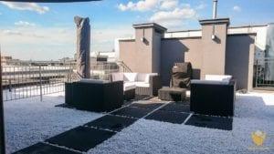 taras na dachu w sloneczny dzien