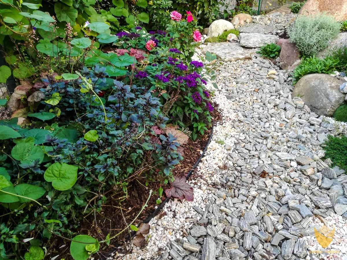 ścieżka z kory kamiennej